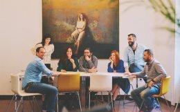 Η ομάδα του Qrator, ενός δικτύου 350 διεθνών δημιουργών αντικειμένων μοντέρνας τέχνης από 60 χώρες.