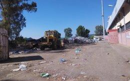 Προκειμένου να πραγματοποιηθεί η αφή της Ολυμπιακής Φλόγας τόνοι σκουπιδιών τοποθετήθηκαν έξω από τις κερκίδες του δημοτικού σταδίου Πύργου. Μεγάλο μέρος των απορριμμάτων παραμένει εκεί.
