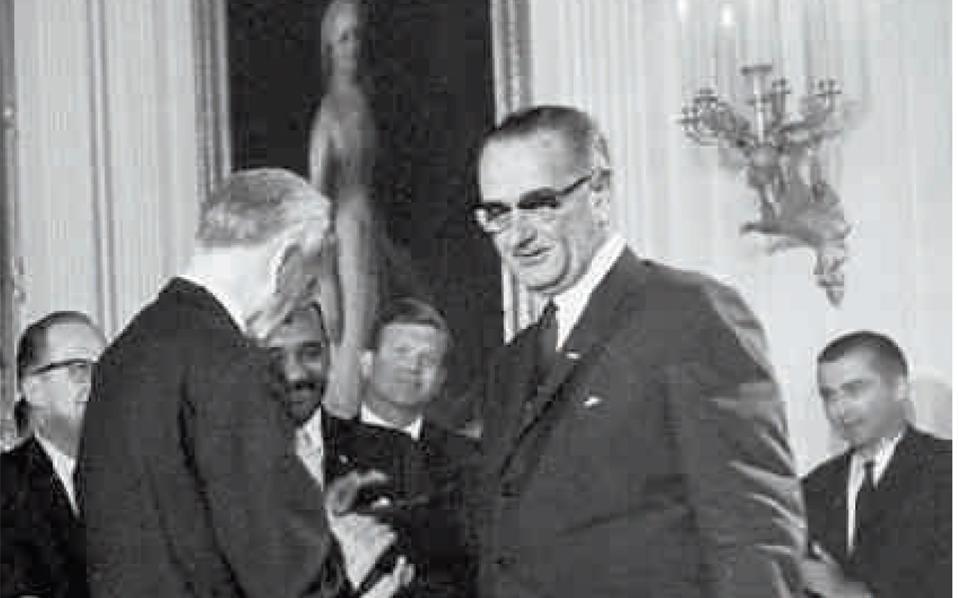 Το περιεχόμενο και ο τόνος της επιστολής του Αμερικανού προέδρου Τζόνσον (η φωτ. από την ορκωμοσία του) προς τον Τούρκο πρωθυπουργό Ισμέτ Ινονού είχαν ως άμεση συνέπεια τη ματαίωση των τουρκικών σχεδίων εισβολής στην Κύπρο.
