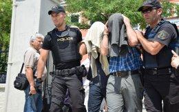 Οι οκτώ Τούρκοι πολίτες αρνούνται την εμπλοκή τους στο πραξικόπημα και φοβούνται για τη ζωή τους εφόσον επαναπροωθηθούν στην πατρίδα τους.