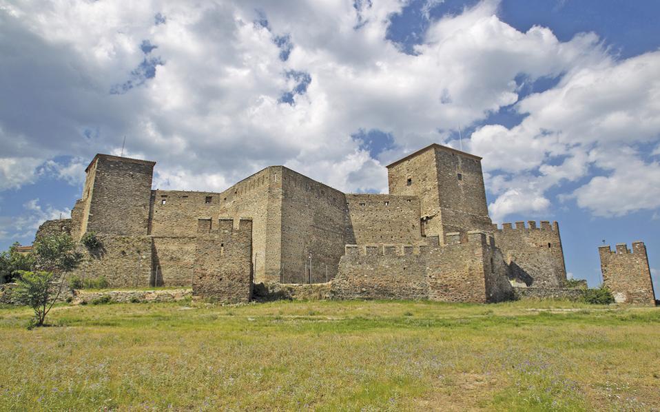 Το Επταπύργιο, έργο της εποχής των Παλαιολόγων, χτισμένο σε σχήμα βεντάλιας, στο ψηλότερο σημείο της βυζαντινής Ακρόπολης της Θεσσαλονίκης, διατήρησε τη στρατιωτική χρήση έως τον 19ο αιώνα. Στέγασε τις δικαστικές φυλακές της πόλης επί έναν αιώνα (1890-1989). Σήμερα, αναστηλωμένο, αποτελεί ένα από τα μεγαλύτερα μνημειακά συγκροτήματα, επισκέψιμο για το κοινό.
