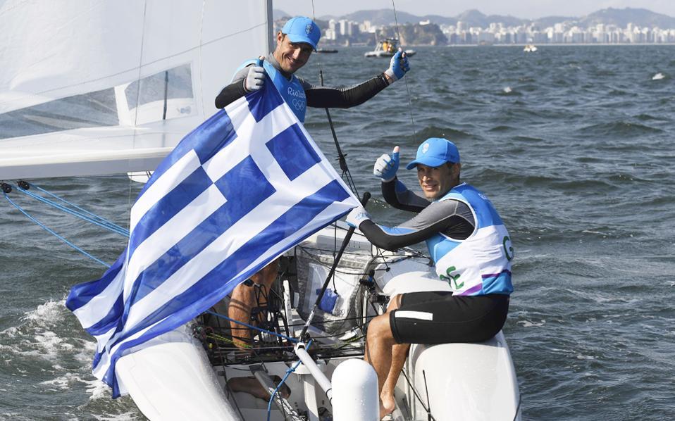 Μάντης και Καγιαλής ύψωσαν ξανά την ελληνική σημαία στον ολυμπιακό ιστό. Κατετάγησαν τρίτοι στην κατηγορία 470 της ιστιοπλοΐας.