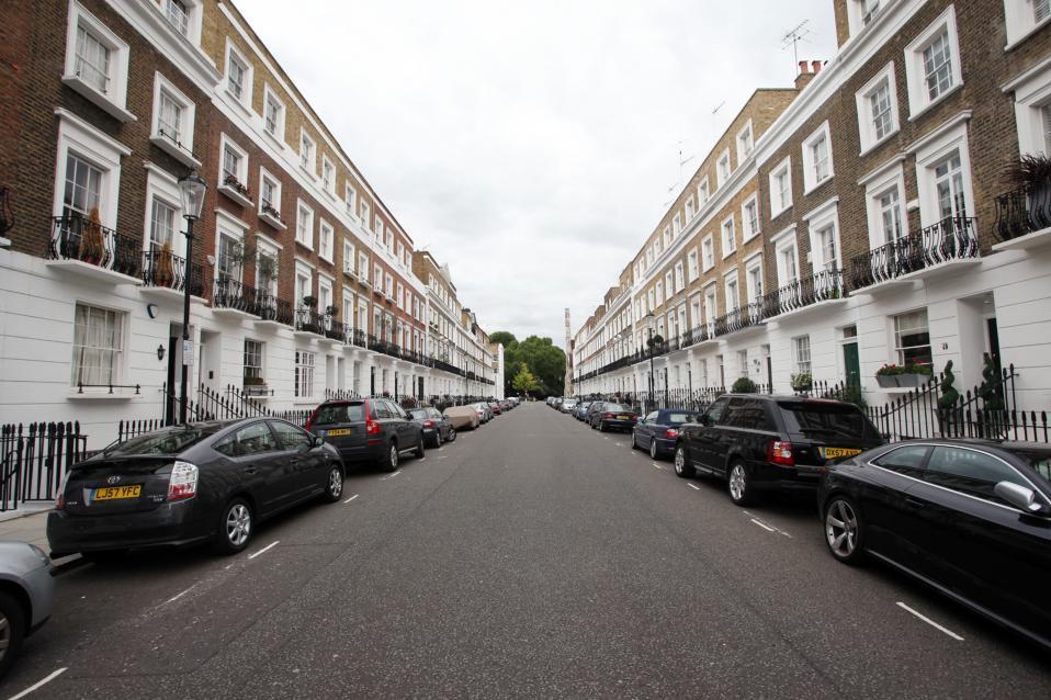 Η μέση τιμή πώλησης ενός ακινήτου στο Λονδίνο είναι διπλάσια του εθνικού μέσου όρου, καθώς ανέρχεται σε περίπου 565.000 ευρώ έναντι 268.000 ευρώ.