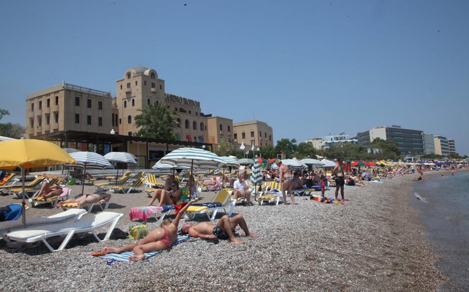 Στη Ρόδο οι αφίξεις τουριστών τον Αύγουστο καταγράφουν ετήσια άνοδο 6%, γεγονός ιδιαίτερα σημαντικό, καθώς πρόκειται για τον μήνα κατά τον οποίο κορυφώνεται η τουριστική σεζόν.