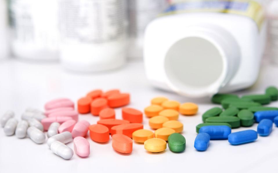Είναι αρκετοί οι γιατροί στις ΗΠΑ οι οποίοι δεν προθυμοποιούνται να συνταγογραφήσουν γενόσημα αντί επωνύμων σκευασμάτων.