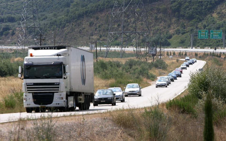 Τα οχήματα άνω των 3,5 τόνων θα πρέπει να φέρουν ειδική άδεια διέλευσης, διάρκειας 4 ετών.