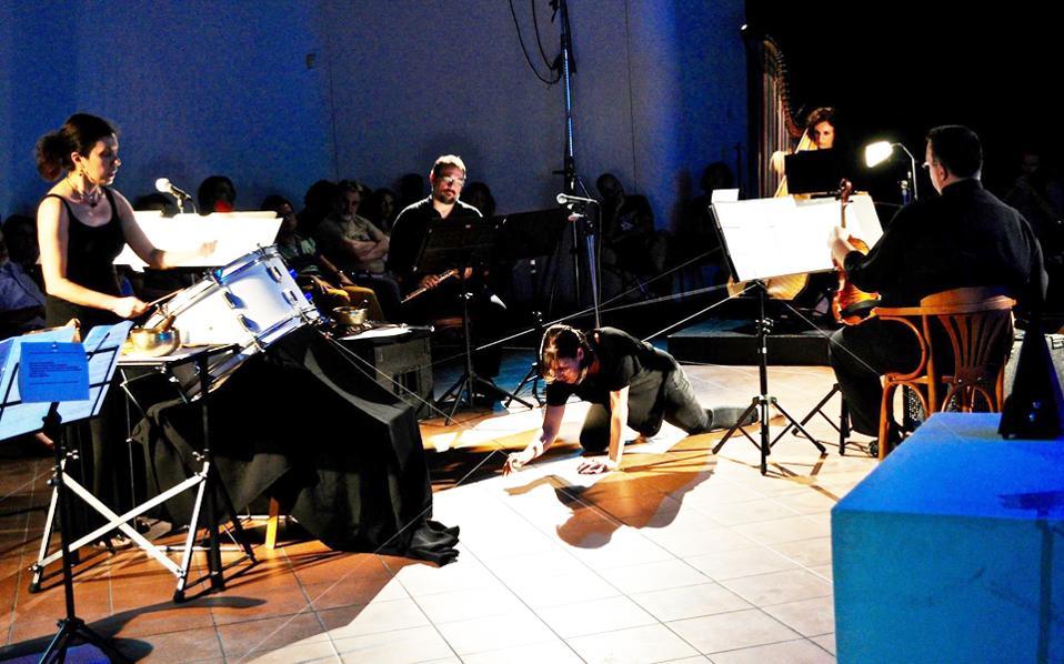 La Ligne Invisible. Μουσική παράσταση της Δήμητρας Τρυπάνη πάνω στη Ραψωδία ψ της Οδύσσειας (Καβάλα, 9 Σεπτεμβρίου).