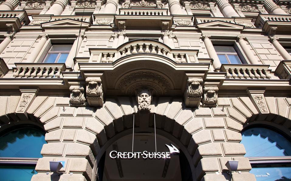 Η χρηματοπιστωτική βιομηχανία της ελβετικής πόλης έχει επηρεαστεί αρνητικά από την κατάργηση των φοροαπαλλαγών, την ενίσχυση του ελβετικού φράγκου και την κατάργηση του τραπεζικού απορρήτου.
