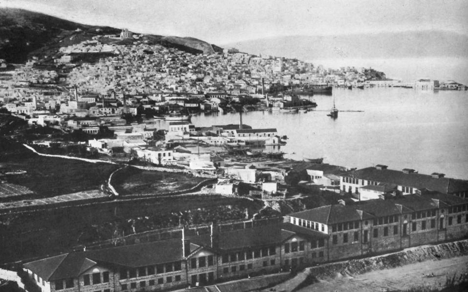 Ιστορική φωτογραφία της Ερμούπολης, η οποία εορτάζει αυτό το Σαββατοκύριακο τα 190 χρόνια από την ονοματοδοσία της πόλης.