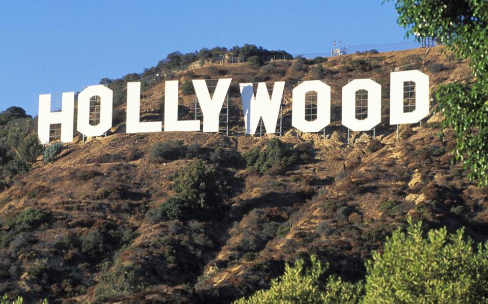 Η διείσδυση του ομίλου Νταλιάν Γουάντα και μέσω αυτού της κινεζικής βιομηχανίας θεάματος στο Χόλιγουντ είναι ήδη πολύπλευρη. Ο όμιλος Νταλιάν Γουάντα ηγείται σειράς κινεζικών επιχειρήσεων που επενδύουν στο Χόλιγουντ, ενώ ο ίδιος ο μεγιστάνας δηλώνει πως ενδιαφέρεται για τις Twentieth Century Fox, Warner Brothers, Walt Disney, Univesal Pictures και Columbia.