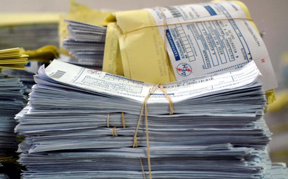 Στο στόχαστρο το αμέσως επόμενο διάστημα θα βρεθούν οφειλέτες με λογαριασμούς άνω των 3.000 ευρώ, που δεν έχουν διακανονίσει την οφειλή τους και αριθμούν περί τις 89.000, με ένα συνολικό ανεξόφλητο ποσό 509 εκατ. αλλά και καταναλωτές με μεσαίου ύψους οφειλές μεταξύ 1.000 και 3.000 ευρώ, που αριθμούν περί τις 216.000 με ένα συνολικό ανεξόφλητο ποσό 278 εκατ.