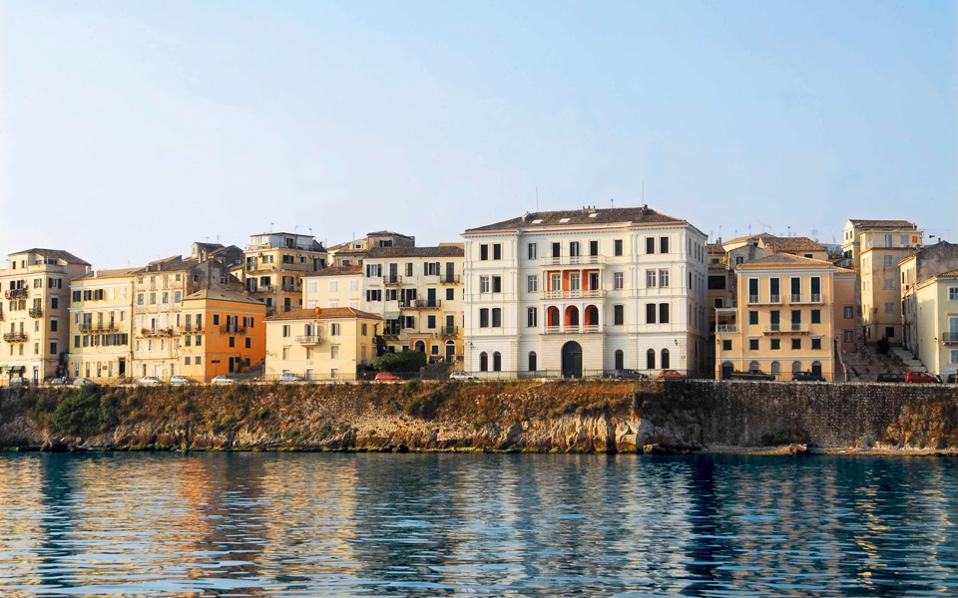 Το άρθρο του CNT τοποθετεί την Κέρκυρα στο νούμερο πέντε των δέκα πρώτων προτιμήσεων, ενώ προηγούνται η Ιμπιζα, ο Μαυρίκιος και άλλες εξωτικές και κοσμοπολίτικες περιοχές.