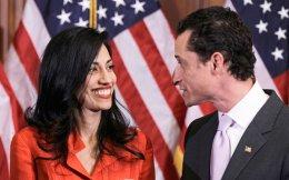 Ο τότε βουλευτής των Δημοκρατικών Αντονι Ουίνερ και η σύζυγός του Χούμα Αμπεντίν στην τελετή ορκωμοσίας του πρώτου στο Καπιτώλιο.