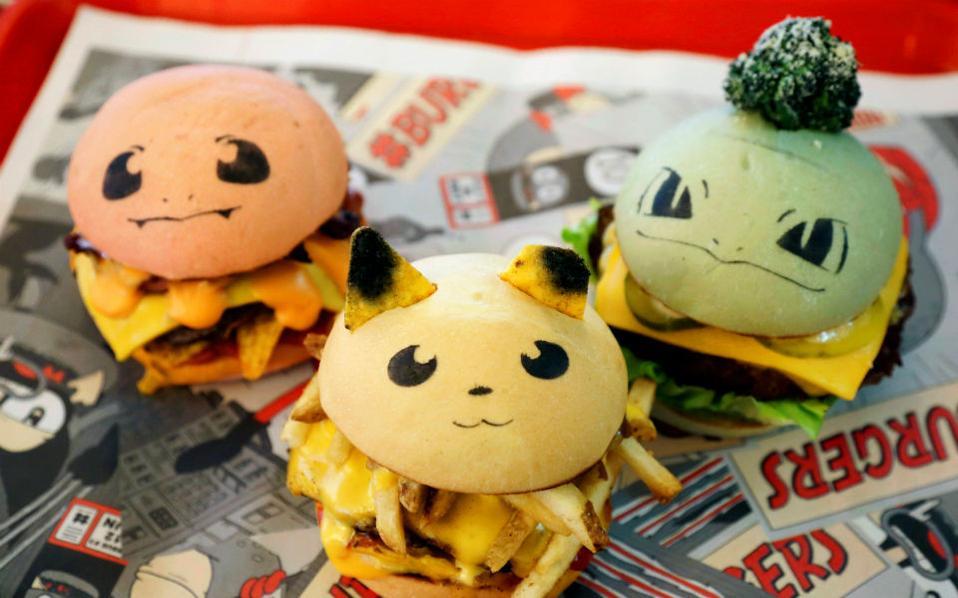Φάε ένα Pokemon! Αν έχετε βαρεθεί να τα κυνηγάτε ήρθε η ώρα να τα φάτε. Το  Down N' Out Burger του Σίδνεϊ  πουλά σε φανατικούς πελάτες μια περιορισμένη σειρά από χάμπουργκερ με ονόματα  Chugmander, Peakachu και Bulboozaur. Καλή όρεξη!  REUTERS/Jason Re