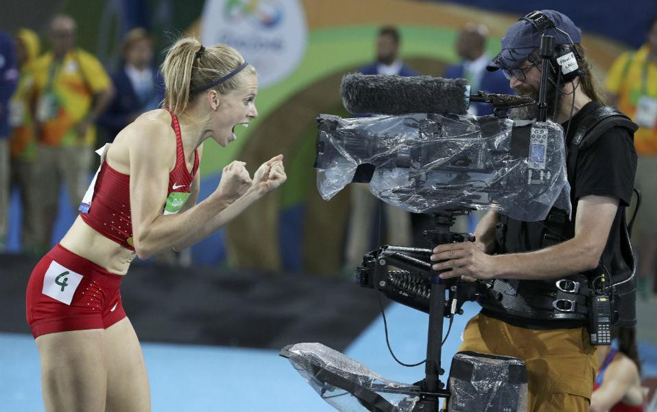 Τα μάθατε; Πανηγυρίζει μπροστά στον φακό η  Sara Slott Petersen  της Δανίας μετά την κούρσα των 400 μέτρων. REUTERS/Phil Noble