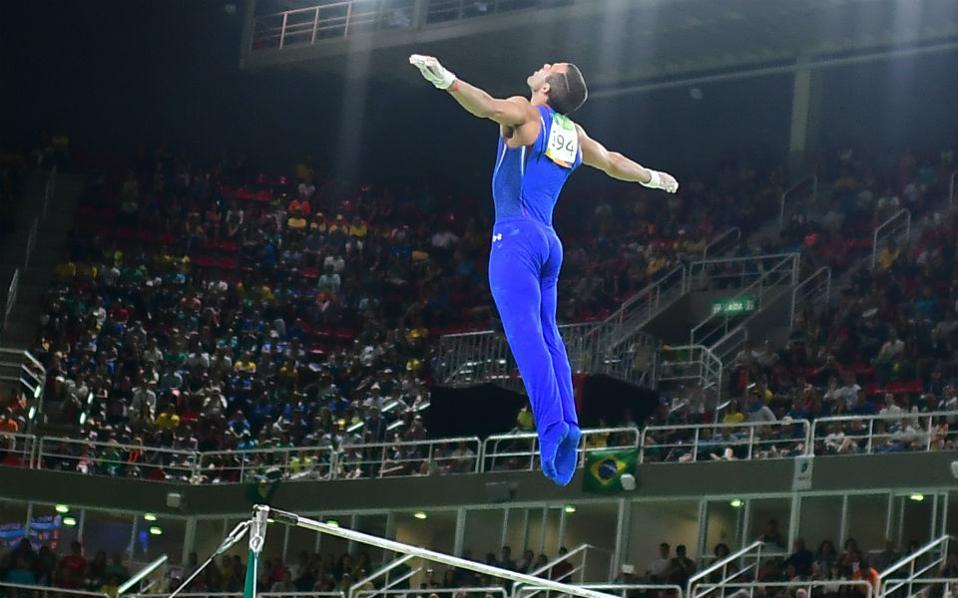 Από τον Θεό. Μία από τις ωραιότερες φωτογραφίες της Ολυμπιάδας απεικονίζει τον γυμναστή των ΗΠΑ Danell Leyva.  AFP / EMMANUEL DUNAND