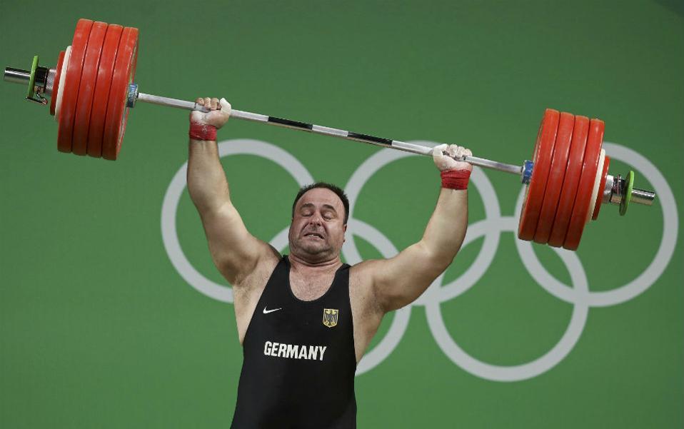 Πάρτο αλλιώς. Δεν τα κατάφερε ο  Almir Velagic της Γερμανίας. REUTERS/Damir Sagolj