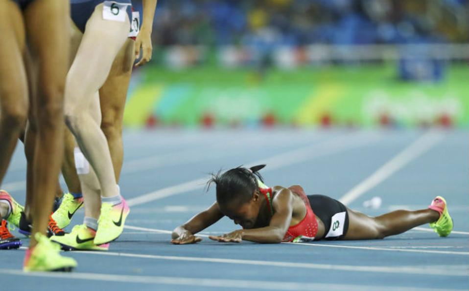 Καμιά συμπόνια για τον νικητή. Μόνη, αλλά κερδισμένη είναι η  Chepngetich Kipyegon της Κένυας στα 1.500 μέτρα γυναικών. REUTERS/Dylan M