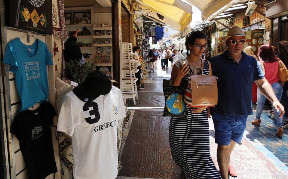 Σύμφωνα με τα στοιχεία της Τράπεζας της Ελλάδος (ΤτΕ), η μέση δαπάνη ανά ταξίδι υποχώρησε κατά 4,9% σε 507 ευρώ, έναντι 533 ευρώ κατά το αντίστοιχο περυσινό διάστημα.