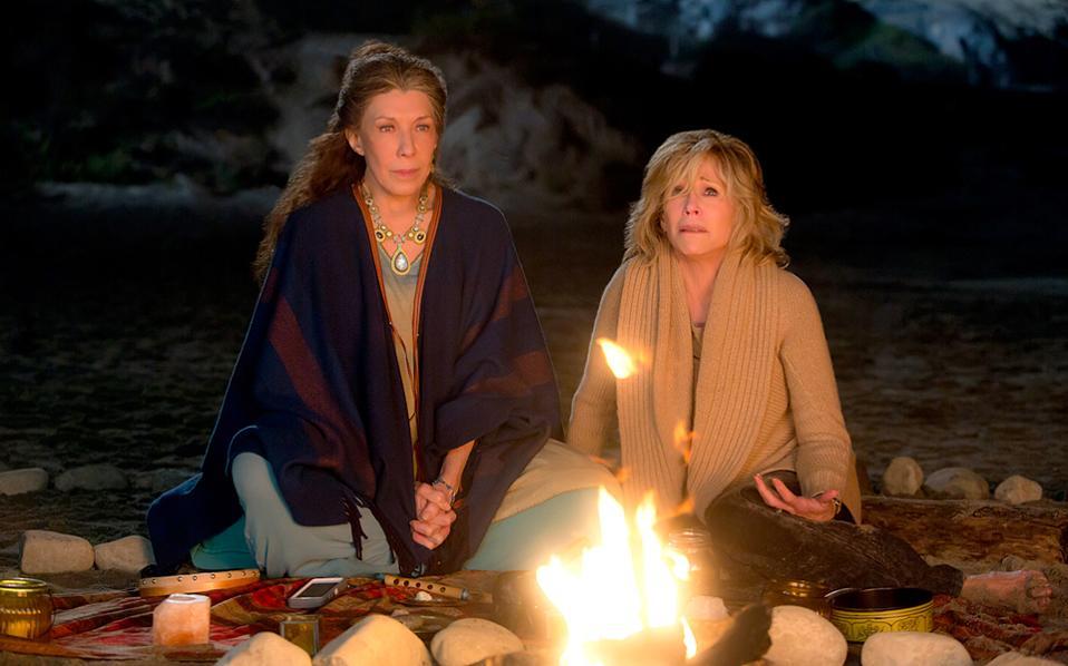 Η Φράνκι  (Λίλι Τόμλιν) και η Γκρέις (Τζέιν Φόντα).