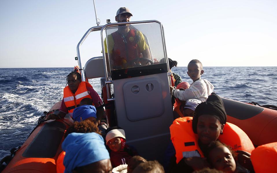 greek-fisherman-joins-rescuers-off-libya1