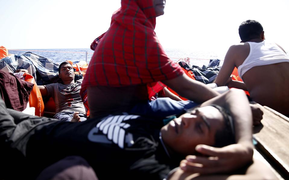 greek-fisherman-joins-rescuers-off-libya3