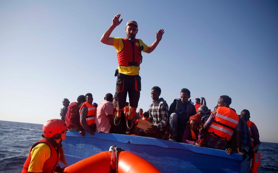 greek-fisherman-joins-rescuers-off-libya5