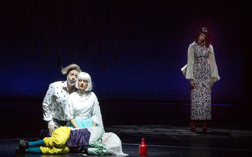 Σκηνή από την παραγωγή της όπερας «Λεόντιος και Λένα» του Κορνήλιου Σελαμσή. Από αριστερά: Τάσης Χριστογιαννόπουλος, Θεοδώρα Μπάκα, Χάρης Ανδριανός, Λητώ Μεσσήνη (φωτ. Λένα Σταφυλίδου).