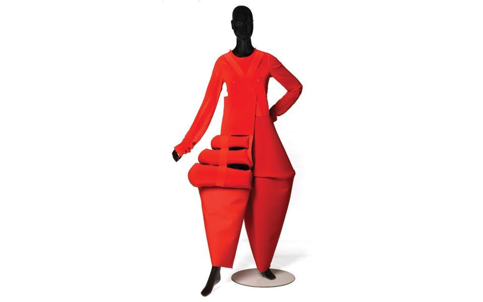 Ευκολοφόρετο δεν είναι το σύνολο της Ρέι Καβακούμπο, αλλά αποτελεί ένα από τα εκθέματα της διοργάνωσης «Sports/No sports» στο μουσείο του Αμβούργου.