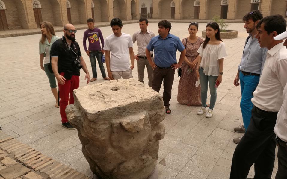 Ο Ελληνας αρχαιολόγος - αστυνομικός και οι συμμετέχοντες στα σεμινάρια ξεναγήθηκαν σε μνημεία του Τατζικιστάν.