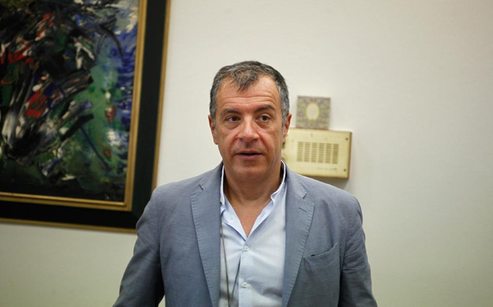 Ο κ. Στ. Θεοδωράκης φέρεται να είναι αντίθετος στις πληροφορίες που διακινούνται για το μέλλον του νέου σχηματισμού.