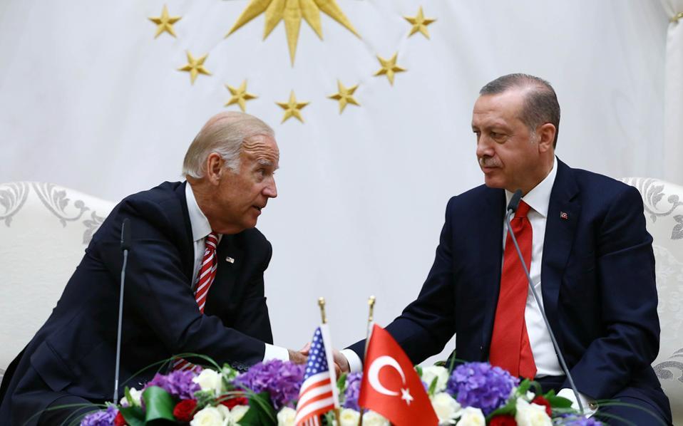 Τα πρόσωπα του αντιπροέδρου των Ηνωμένων Πολιτειών Αμερικής Τζο Μπάιντεν και του προέδρου της Τουρκίας Ρετζέπ Ταγίπ Ερντογάν είναι αποκαλυπτικά του κλίματος που επικράτησε, κατά τη συνάντησή τους στην Αγκυρα.