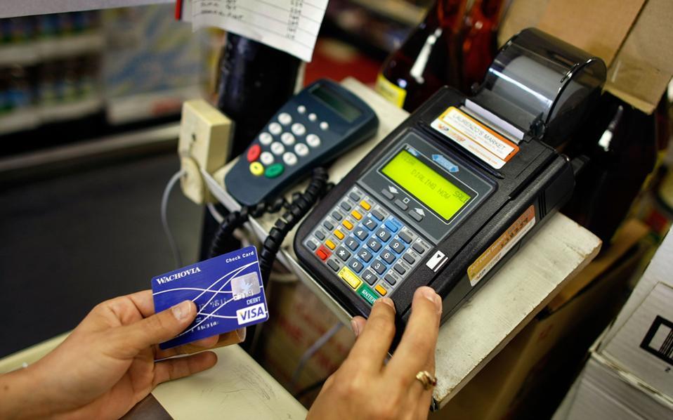 Στον λογαριασμό θα μπαίνουν αυτόματα όλες οι εισπράξεις από POS και τραπεζικές συναλλαγές και με πάγια εντολή θα πληρώνονται σε μηνιαία βάση αυτόματα οι οφειλές σε εφορία, ασφαλιστικά ταμεία, ΔΕΚΟ, μισθοδοσία και ενδεχομένως προμηθευτές.