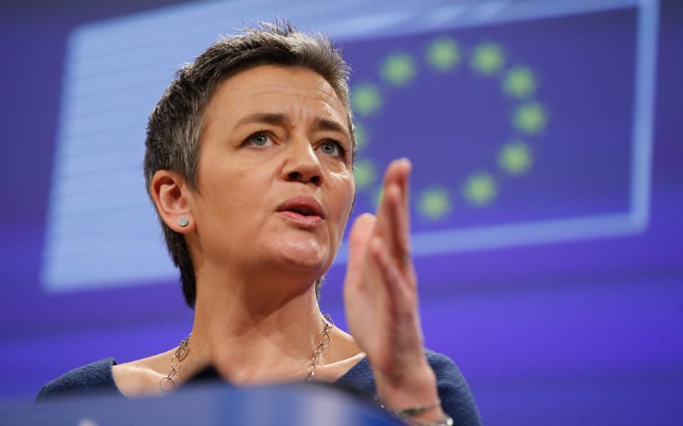 Η Μαργκρέτε Βεστάγκερ, Δανή επίτροπος Ανταγωνισμού, επέδειξε τη δύναμή της επιβάλλοντας πρόστιμο 13 δισ. ευρώ στην Apple. Αυτό σχολιάστηκε ποικιλοτρόπως εντός και εκτός Ευρώπης.