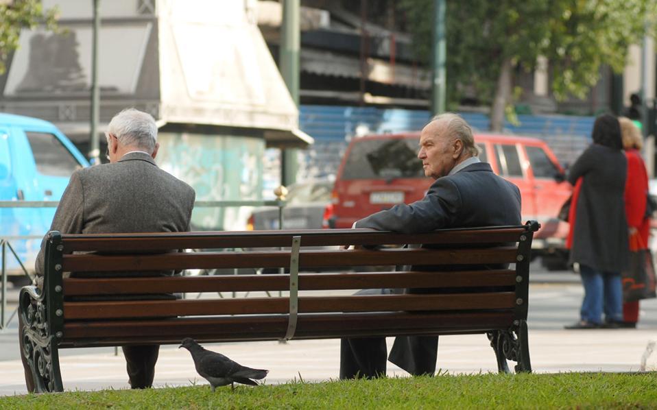 Στο δεύτερο πακέτο, οι περικοπές αφορούν τους συνταξιούχους έξι πρώην Ταμείων που έχουν πλέον ενταχθεί στο ΕΤΕΑ.