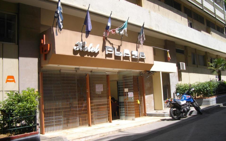 Η πολυπληθέστερη κατάληψη βρίσκεται στο παλιό ιδιόκτητο ξενοδοχείο «Πλάζα», επί της οδού Αχαρνών, στο οποίο διαμένουν 280 άτομα.