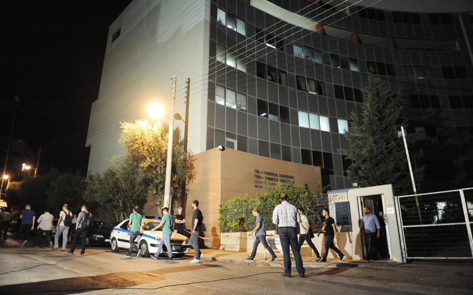 Η κυβέρνηση υποδέχθηκε με ικανοποίηση την ολοκλήρωση του διαγωνισμού για τις τηλεοπτικές άδειες, σε αντίθεση με τα κόμματα της αντιπολίτευσης.