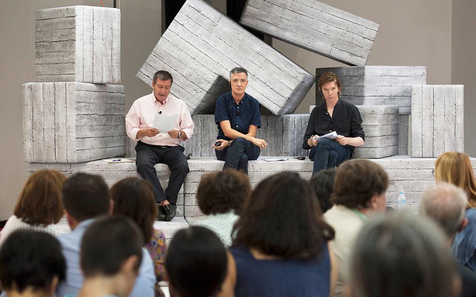 Από αριστερά, ο Γιώργος Καμίνης, ο Πολ Πρεσιάδο και ο Ανταμ Σίμτσεκ στη χθεσινή συνέντευξη Τύπου.