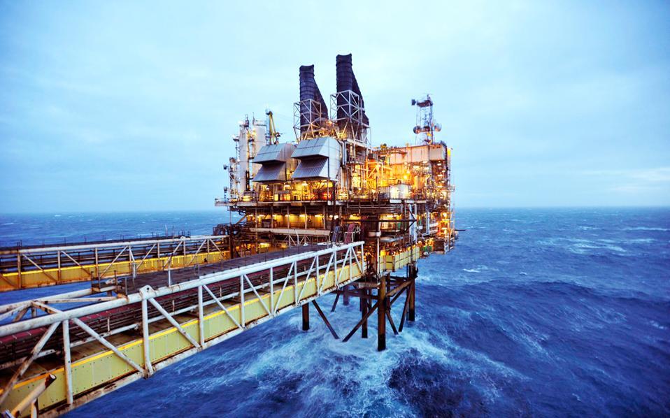 Στη Νέα Υόρκη, η τιμή του αργού πετρελαίου διολίσθησε στα 44,42 δολάρια το βαρέλι, επειδή δεν διαφαίνεται συμφωνία για το «πάγωμα» της παραγωγής πετρελαίου ενόψει της συνάντησης ΟΠΕΚ στην Αλγερία.