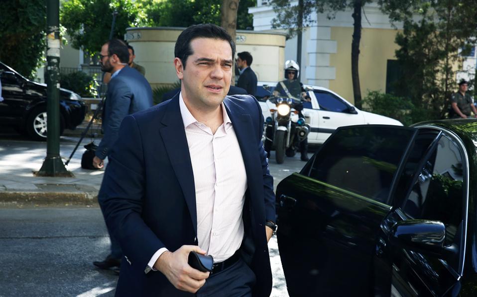 Ο κ. Αλ. Τσίπρας κατά την τηλεφωνική επικοινωνία που είχε με τον επικεφαλής του Ευρωπαϊκού Συμβουλίου, Ντόναλντ Τουσκ, τόνισε την ανάγκη να ενισχυθεί το πακέτο Γιούνκερ.
