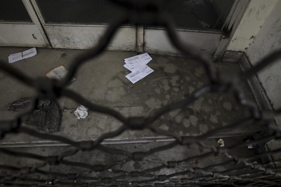 Μελέτες που βλέπουν το φως της δημοσιότητας κάνουν λόγο για αύξηση των «λουκέτων», εξέλιξη που θα οδηγήσει βαθύτερα στην ύφεση την ελληνική οικονομία.