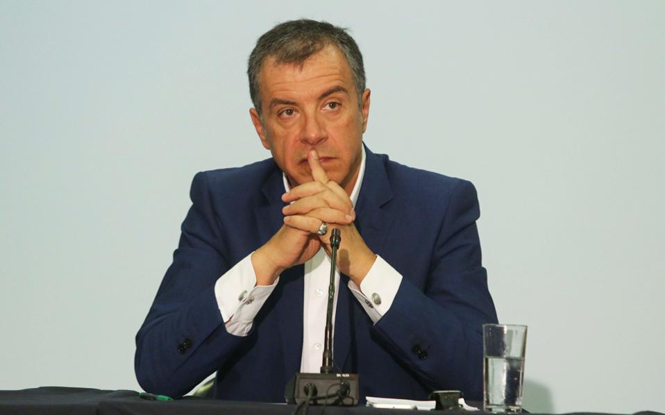 Η οξύτατη αντίδραση του κ. Θεοδωράκη επικροτήθηκε από βουλευτές και στελέχη του Ποταμιού, τα οποία επιρρίπτουν την ευθύνη του ναυαγίου στην κ. Γεννηματά.