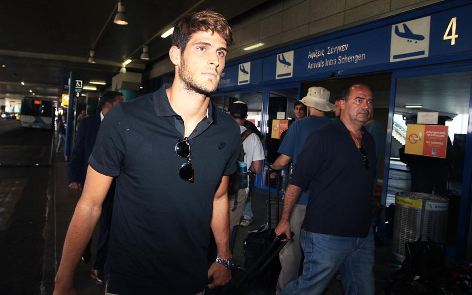 Ο Γκονσάλο Πασιένσια έφθασε χθες στην Ελλάδα για να ενταχθεί στο δυναμικό των πρωταθλητών.