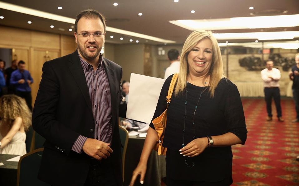 Η κ. Φώφη Γεννηματά με τον κ. Θανάση Θεοχαρόπουλο, στο περιθώριο της χθεσινής, πρώτης συνεδρίασης του συντονιστικού οργάνου της Δημοκρατικής Συμπαράταξης.