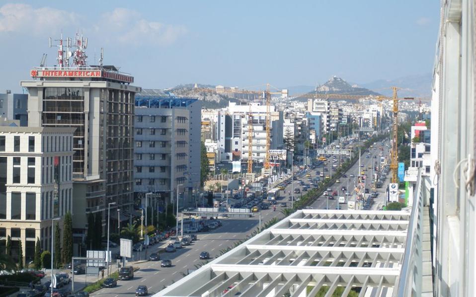Σε γενικές γραμμές, οι τιμές των ενοικίων γραφείων στην Αθήνα παραμένουν σταθερές ήδη από το τέλος του πρώτου τριμήνου του 2015, με εξαίρεση τα παλαιότερα γραφεία που βρίσκονται σε λιγότερο προνομιακά σημεία της πρωτεύουσας.