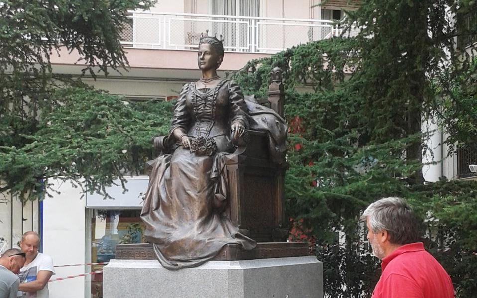 Το άγαλμα της Ολγας Κωνσταντίνοβνα είναι δωρεά ρωσικών φορέων στον Δήμο Θεσσαλονίκης.. Είναι φτιαγμένο από γρανίτη και φτάνει σε ύψος τα τρία μέτρα.