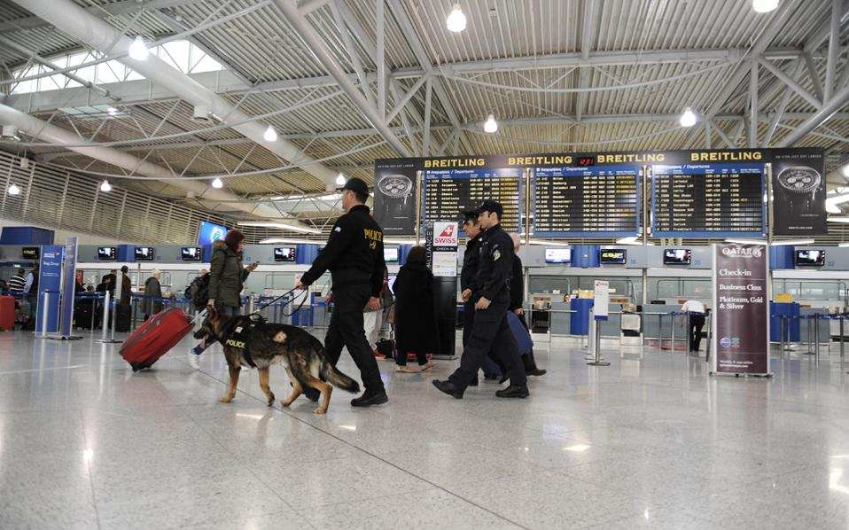 Ο Νιγηριανός συνελήφθη λίγο μετά την αποβίβασή του από το αεροπλάνο. Κατέθεσε ότι κατάπιε τις 70 συσκευασίες κοκαΐνης σε ξενοδοχείο της Μαδρίτης, παρουσία των μελών του κυκλώματος διακίνησης.