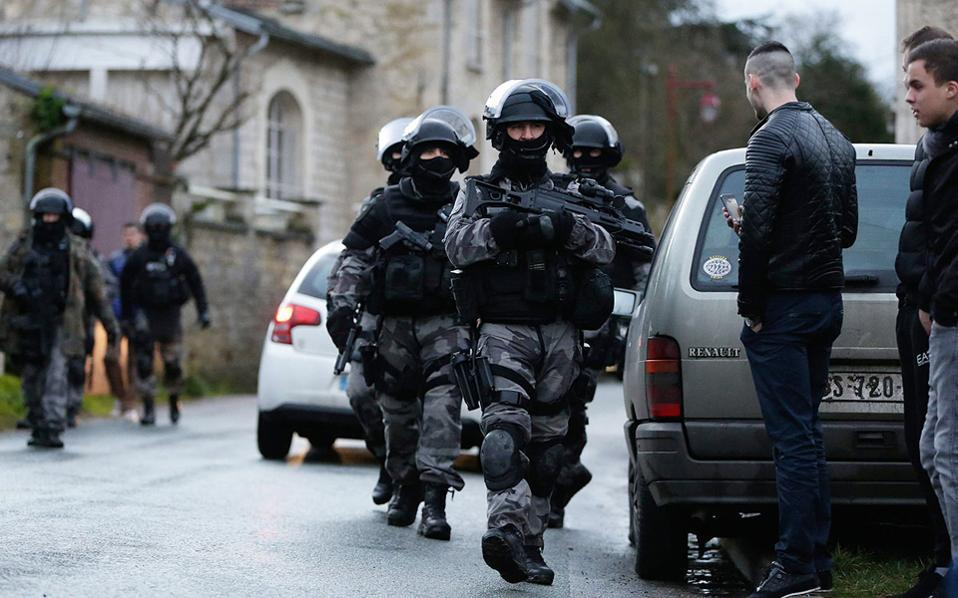 14frenchpolice-thumb-large