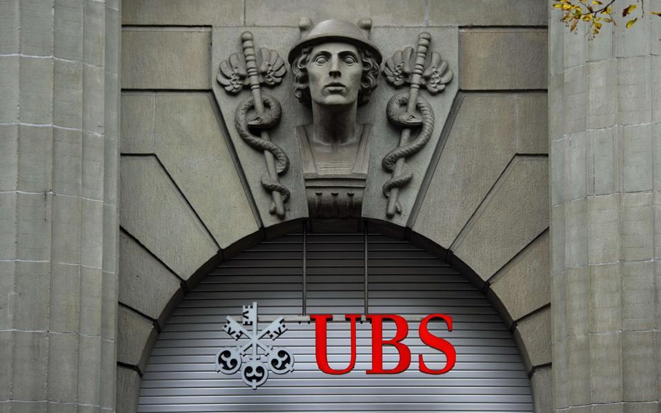 Το ανώτατο δικαστήριο της Ελβετίας έκρινε ότι θα πρέπει να δοθούν στις ολλανδικές αρχές τα στοιχεία Ολλανδού πολίτη που έχει λογαριασμό στην ελβετική τράπεζα UBS. Η απόφαση του ανωτάτου δικαστηρίου αναμένεται να αποτελέσει δεδικασμένο και να ανοίξει τον δρόμο για την παροχή στοιχείων σε φορολογικές αρχές και άλλων χωρών.