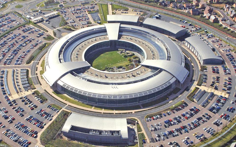 To κεντρικό κτίριο της GCHQ στο Τσέλτενχαμ, στην ανατολική Αγγλία. Η υπηρεσία ζητάει περισσότερες εξουσίες.